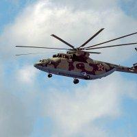 Винтокрылый тяжеловоз.Ми-26 в последней модификации :: Anatoley Lunov