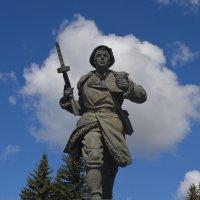 Великие Луки. 9 мая 2021 года, памятник Александру Матросову :: Владимир Павлов