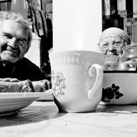 У  деда  и бабушки  в деревеньке.. :: Евгений