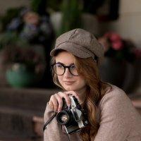 Девушка с фотоаппаратом. :: Юлия Кравченко