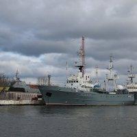 Балтийский порт. :: Любовь