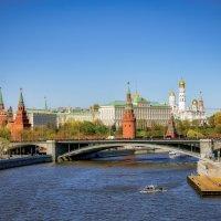 Вид на Кремль с Патриаршего моста. Москва. :: Олег Кузовлев