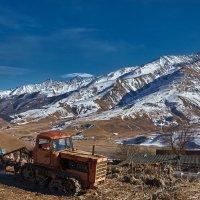 Казахстан на фоне гор :: Владимир Барышев