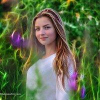 Девушка в диковинном саду :: Анатолий Клепешнёв