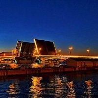 У разведенного моста.. :: Vladimir Semenchukov