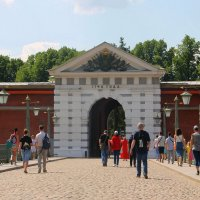 Идем на прогулку в Петропавловскую крепость... :: Tatiana Markova
