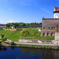 Нарвский замок, Эстония :: Ирина Румянцева