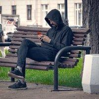 «Железный Феликс» (тот, который тов. Дзержинский) осваивает мобильник :-) :: Глeб ПЛATOB