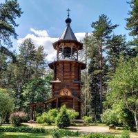 Шатровая колокольня Храма Всех Святых... :: Наталия Павлова