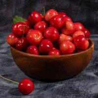 Красная черешня :: Юрий Стариков