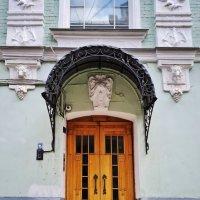 Москва. По улицам и переулкам в районе Патриарших прудов. :: Надежда Лаптева
