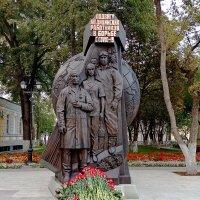 Памятник медикам - героям борьбы с ковидом. :: Александр Чеботарь
