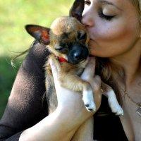 Девушка с собачкой) :: Анечка Русанова