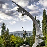 Чернобыльцам :: Владимир Кроливец