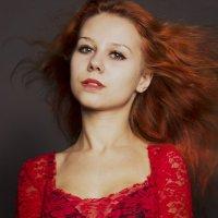 Девушка-огонь... :: Юлия Заугарова