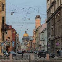 Городская зарисовка :: Anton Lavrentiev