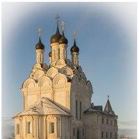 И так более 300 лет, рассвет освещает этот уникальной красоты храм.. :: Александр Шмалёв