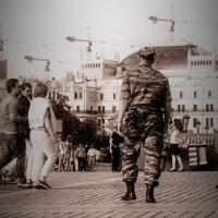 Люди в пространстве города :: Евгений Жиляев