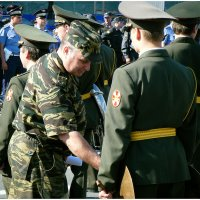 Если пуговка у тебя, солдат, не застёгнута, то и музыка у тебя  ....вая. :: Михаил Палей
