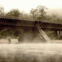 Старый мост и утренний туман. :: Slava Sh