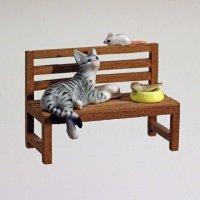 Керамические кошка, мышка и рыбка на деревянной скамеечке - толерантность на сытый желудок :: Владимир Шибинский