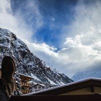 отдыхаю на балконе с видом на Альпы. :: Daria Mayer