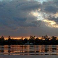 Вечер на озере. Октябрь :: Юрий Цыплятников