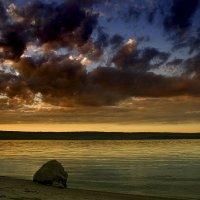 камень мечтающий переплыть реку :: . vvv .