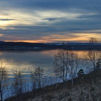 Закат над замёрзшим озером. :: Наталья Юрова