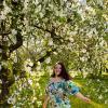 В яблоневом саду :: Денис Масленников