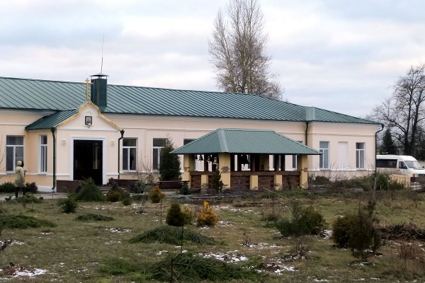 Здание женского монастыря с колокольней