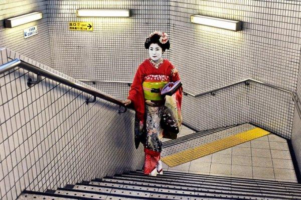 Гейша в метро - чувства и эмоции человека