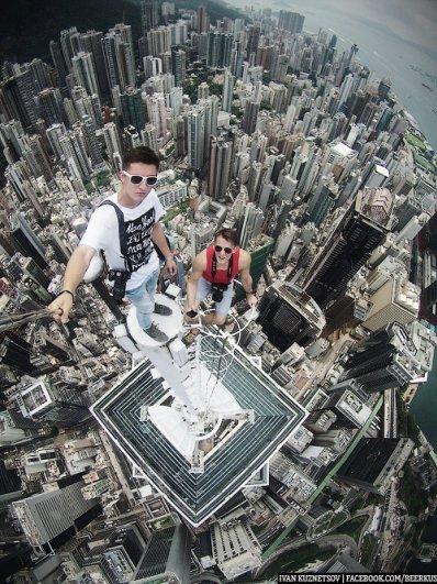 фото профессиональных фотографов - Селфи на крыше Гонконга. Автор фото: Иван Кузнецов