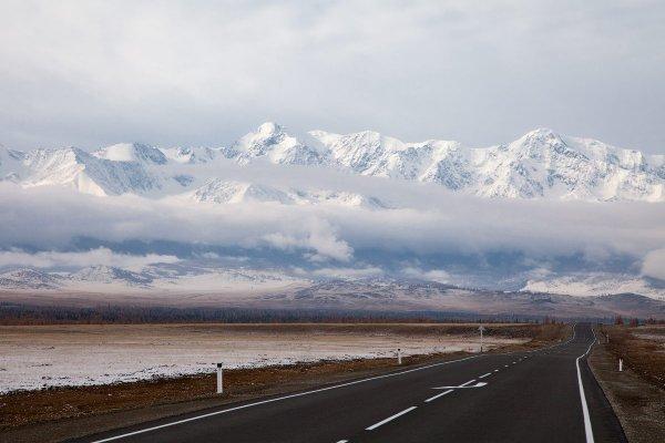 Евгения Эс - Чуйский тракт (трасса М52) и парящий Северо-Чуйский хребет