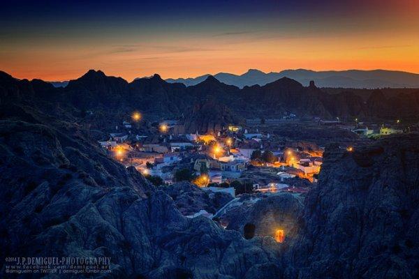 живописные пейзажи городов в горах
