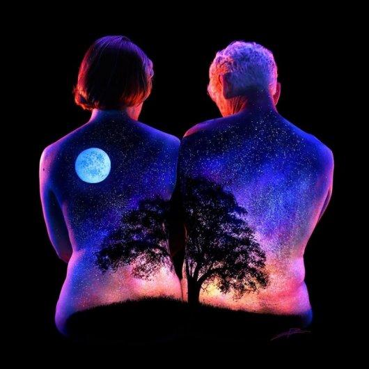 .. Фантастические светящиеся пейзажи на телах ..!!! - №6