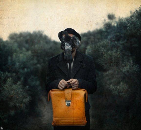 Мужчина с желтым портфелем. Автор: Ежъ Осипов