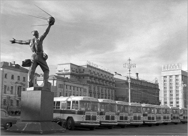 1962 год. Москва. Манежная площадь.