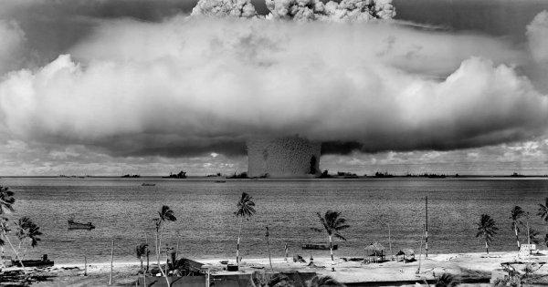 Baker Test — подводный ядерный взрыв. Этот взрыв был осуществлен в 1946 году в атолле Бикини в Тихом океане.