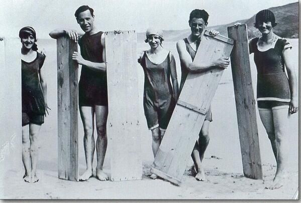 Одни из первых прародителей серфинга! 1922 год.