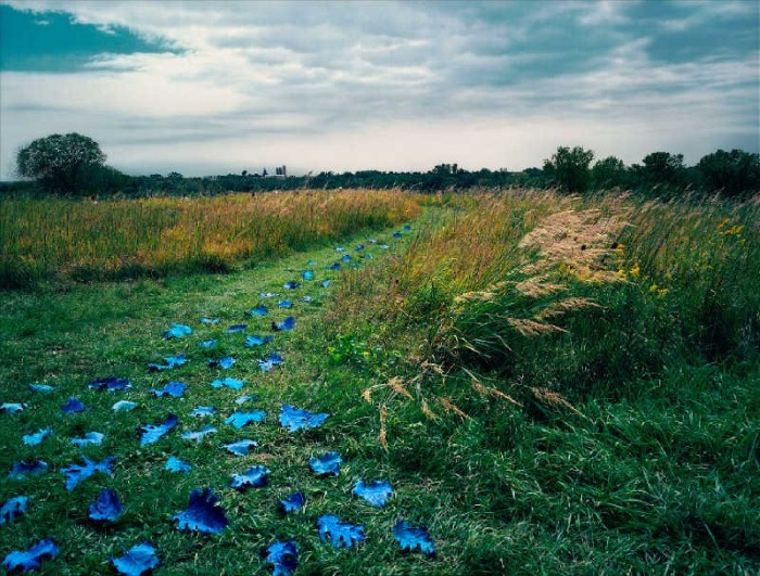Баланс между фантазией и реальностью от фотографа Sandy Skoglund - №4