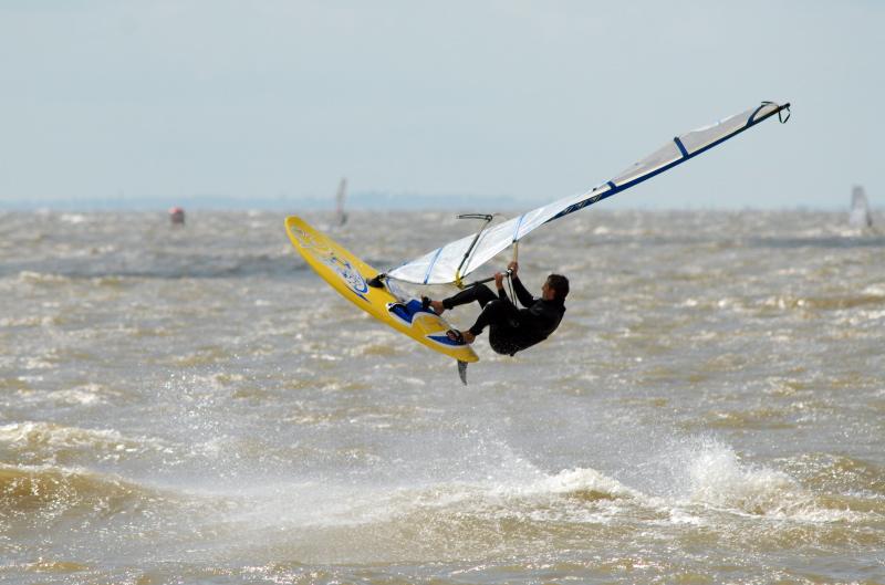 Фото спортсмена на море
