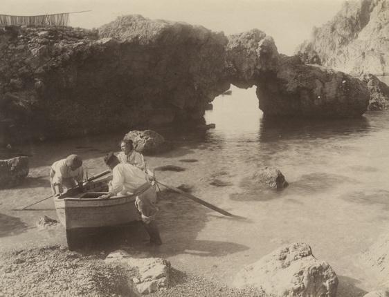 Джакомо Броджи. Рыбаки на пляже Марина Пиккола. о. Капри. 1900-е