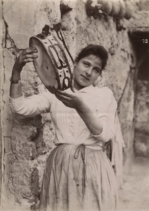 Фотоателье Эспозито. Неаполитанка. Неаполь. 1870-е