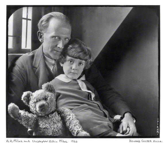 Драматург Алан Александр Милн, его сын и тот самый плюшевый мишка Винни-Пух