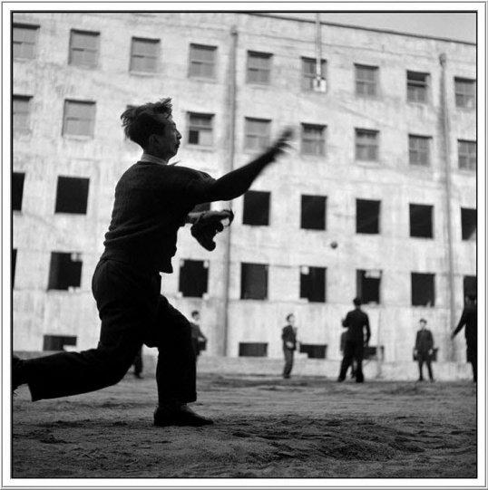 Фотограф и фотожурналист Вернер Бишоф - №27