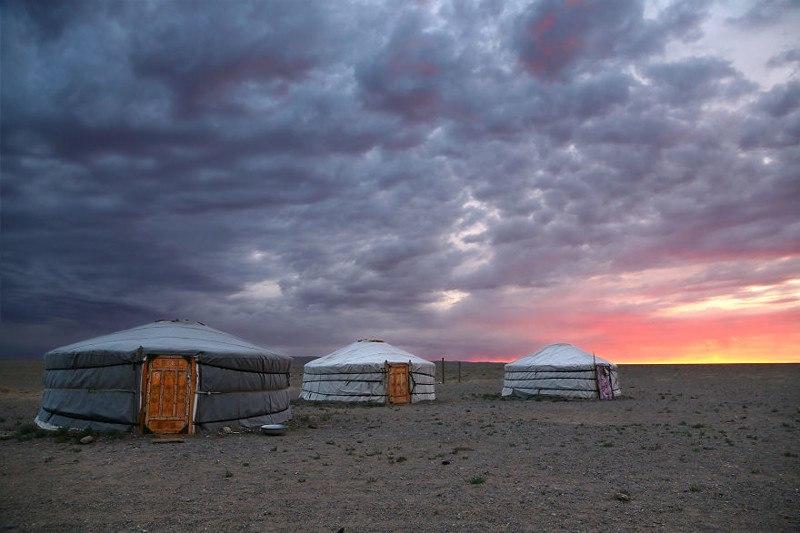 Восход в пустыне Гоби, Монголия