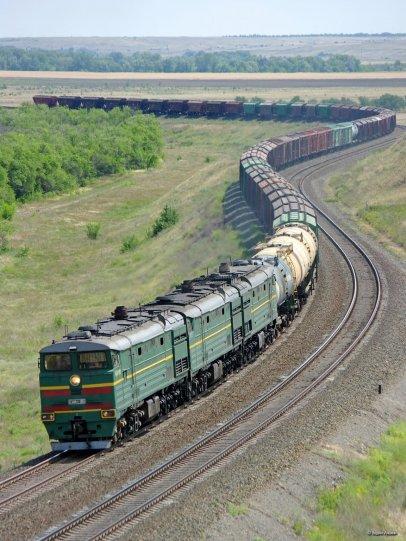 Diesel locomotive 3TE10MK-2355 with cargo train on(1)