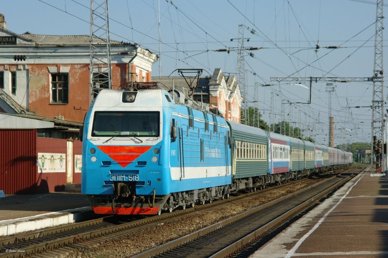 Electric locomotive EP1M-518 with train on train s