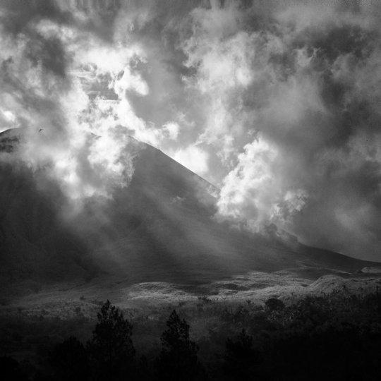 Потрясающие фотографии вулкана Бромо на острове Ява - №6